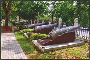 The-Ancient-Wall-Artillery-Sanamluang-Gate